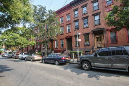 Apts in Williamsburg -Bedford ave & 9thh stt